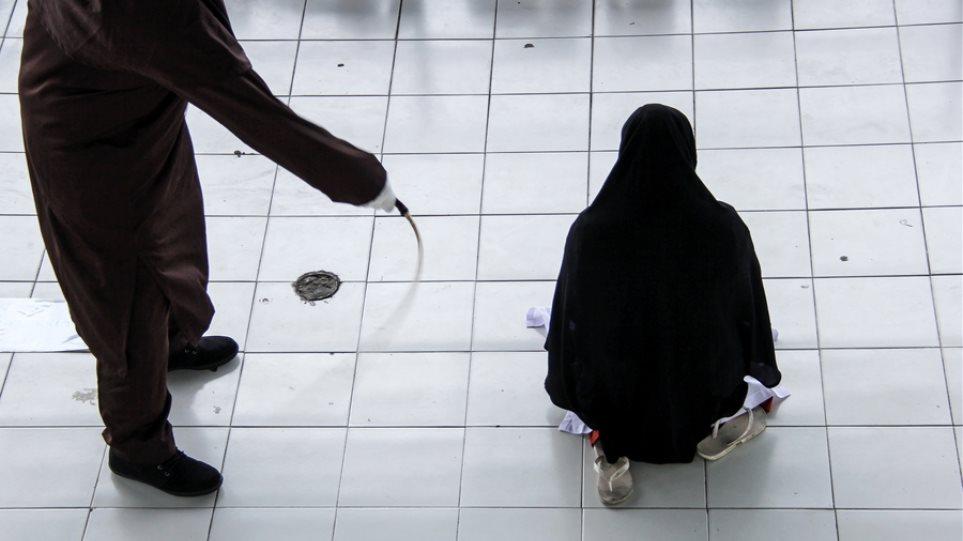 λεσβιακό σεξ με το αφεντικό μουκορίτσι που πιάστηκε δίνοντας μια πίπα