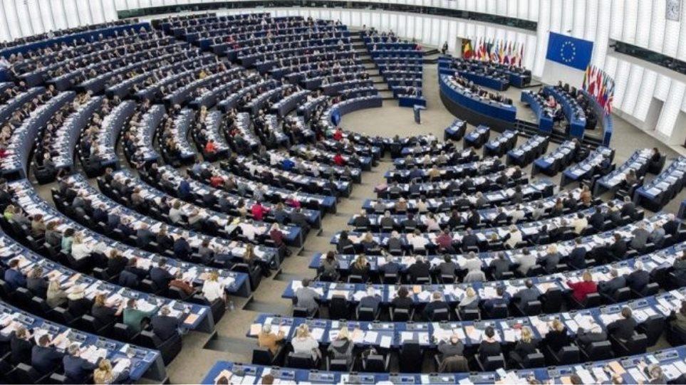 Ενός λεπτού σιγή για τα θύματα στο Μάτι και τη Γένοβα τήρησε το Ευρωκοινοβούλιο