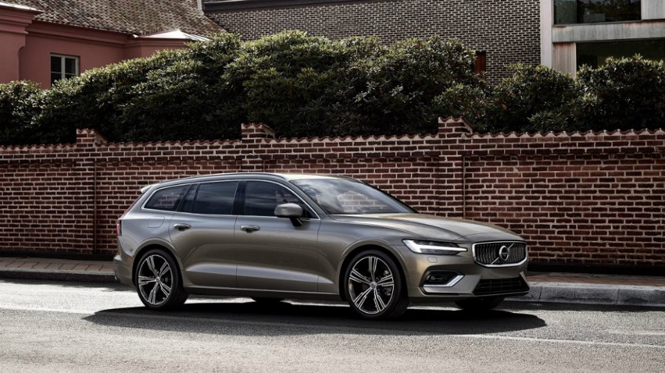 223571_New_Volvo_V60_exterior1
