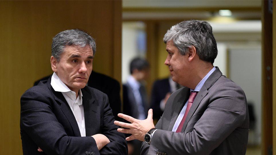 Σήμερα ο προϋπολογισμός στην Κομισιόν: Περικοπή συντάξεων θέλουν οι δανειστές, αστερίσκους η κυβέρνηση