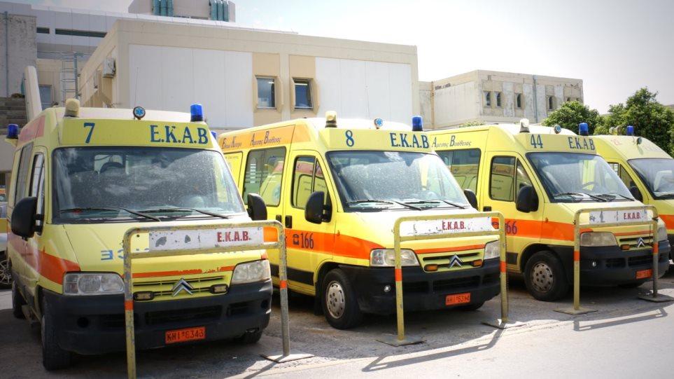 Σωματείο εργαζομένων ΕΚΑΒ: Αθρόες μετατάξεις αποδυναμώνουν τα ασθενοφόρα