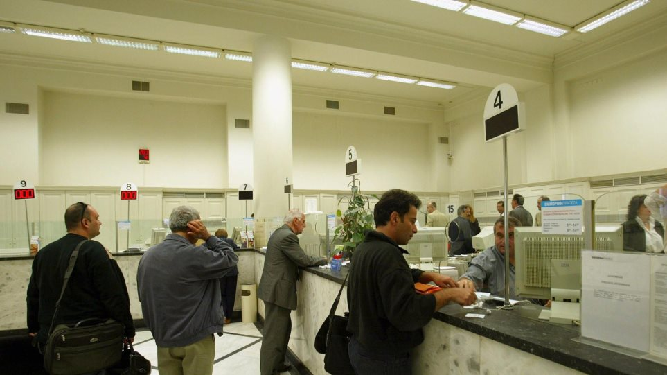 «Βουτιά» €600 εκατ. στις καταθέσεις το Νοέμβριο λόγω φόρων και κατασχέσεων