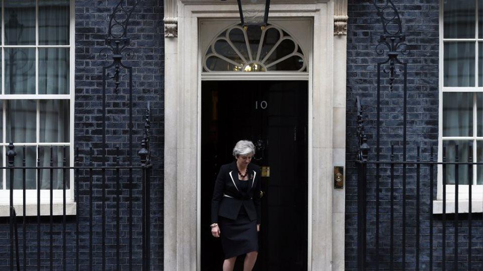 Βρετανία: Έτοιμοι να παραιτηθούν άλλοι τέσσερις υπουργοί της Μέι για το Brexit
