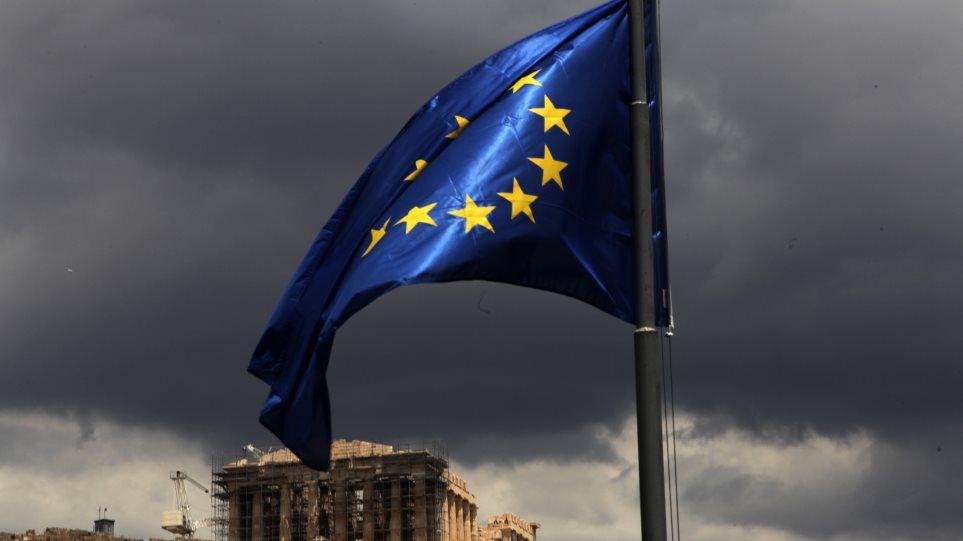 Bloomberg: Με νέα κρίση κινδυνεύει η Ελλάδα, αν δεν λύσει το πρόβλημα των τραπεζών