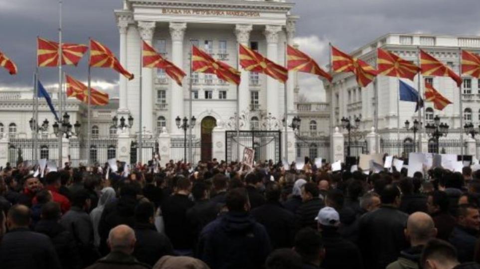 Σκόπια: Υπέρ της αλλαγής του Συντάγματος το 56,5% των πολιτών, σύμφωνα με δημοσκόπηση