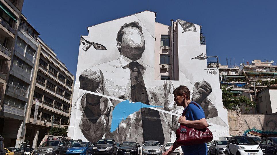 Bloomberg: Η φτώχεια στην Ελλάδα παραμένει αν και η οικονομία αναπτύσσεται