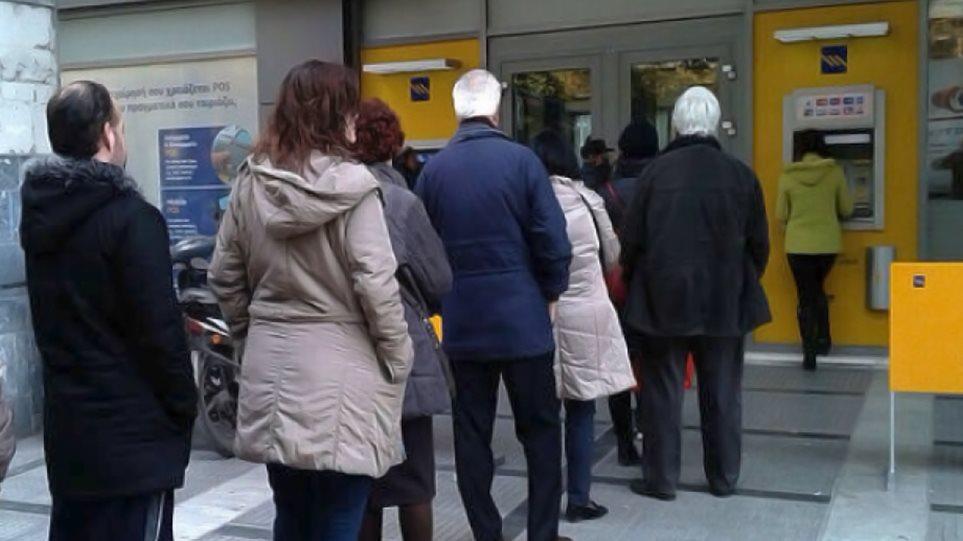ΙΟΒΕ: Το 57% των Ελλήνων μόλις τα βγάζει πέρα