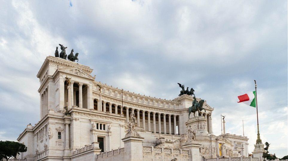 Ροζ σκάνδαλο στην Ιταλία: Βουλευτές βιντεοσκοπήθηκαν να κάνουν σεξ στο μπάνιο της Ιταλικής Βουλής