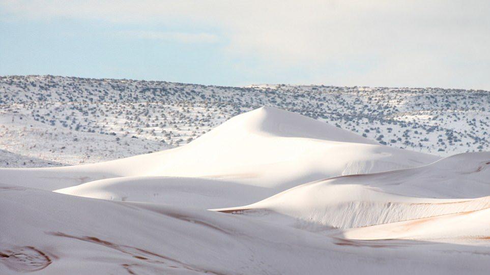 Ο καιρός τρελάθηκε: Έριξε χιόνι μέχρι και στη... Σαχάρα!