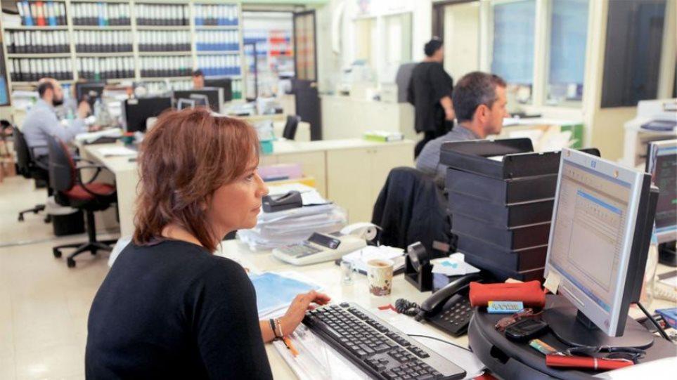 Έξι στις δέκα νέες προσλήψεις είναι με μερική απασχόληση