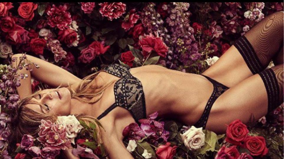 Η Ηeidi Klum καληνυχτίζει το κοινό της με σέξι πόζες στο κρεβάτι