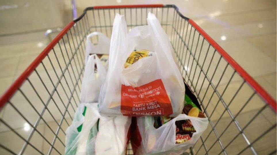 Μείωση 50% στη χρήση πλαστικής σακούλας στα σούπερ μάρκετ