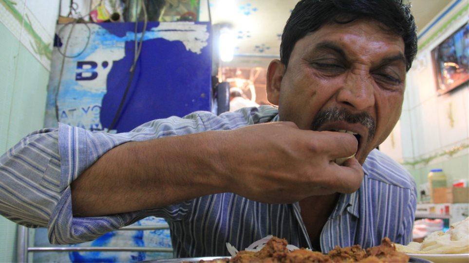 Μην τρώτε με το αριστερό, έτσι τρώνε οι δαίμονες η εντολή της Διεύθυνσης Θρησκευτικών Υποθέσεων της Τουρκίας