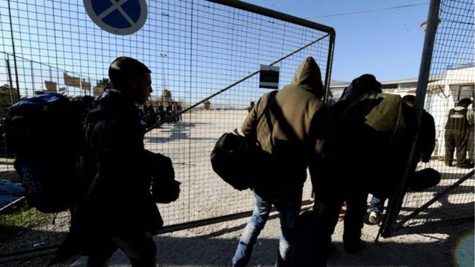 Αθώος ο αρχιλοχίας που αρνήθηκε να υπηρετήσει σε κέντρο φιλοξενίας προσφύγων