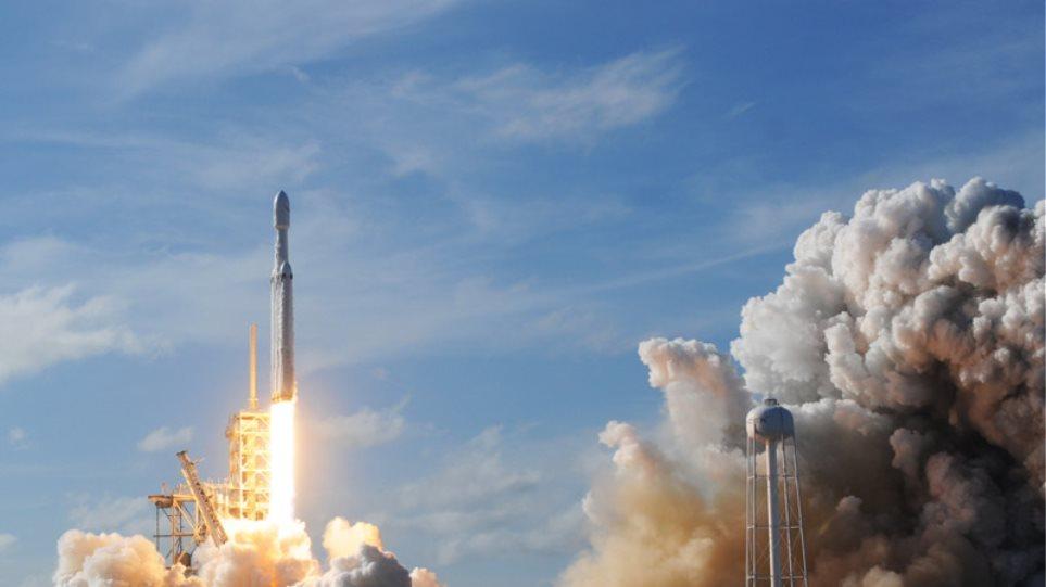 Ο πύραυλος του Ελον Μασκ πάει στον Άρη: Η «επική στιγμή» της επιστροφής των «εκτοξευτήρων»