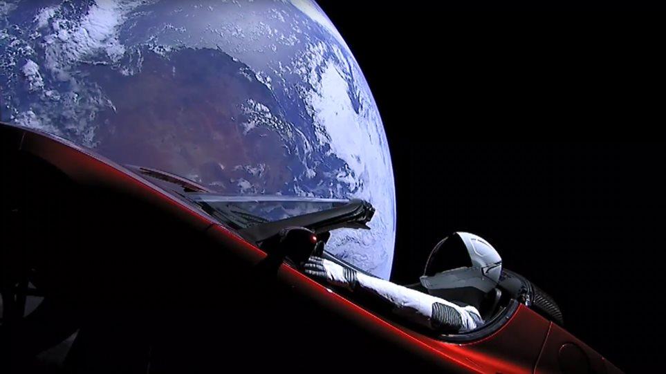 SpaceX: Το Tesla του Έλον Μασκ «ξεπέρασε» τον Άρη και πάει... πιο μακριά!