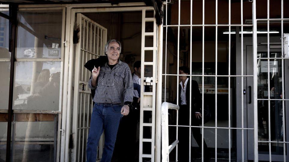 Ξανά εκτός φυλακής ο Δημήτρης Κουφοντίνας - Θερμή υποδοχή ετοιμάζει ο Ρουβίκωνας!