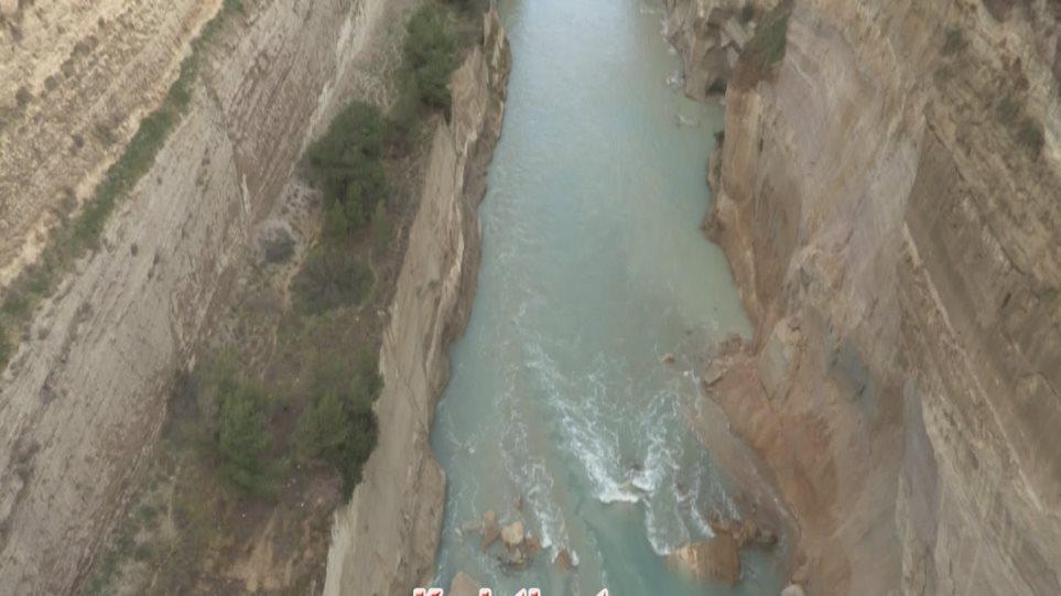 Κόρινθος: Κλείνει για 15 ημέρες η Διώρυγα - Ολόκληρη πλαγιά έπεσε μέσα στη θάλασσα!
