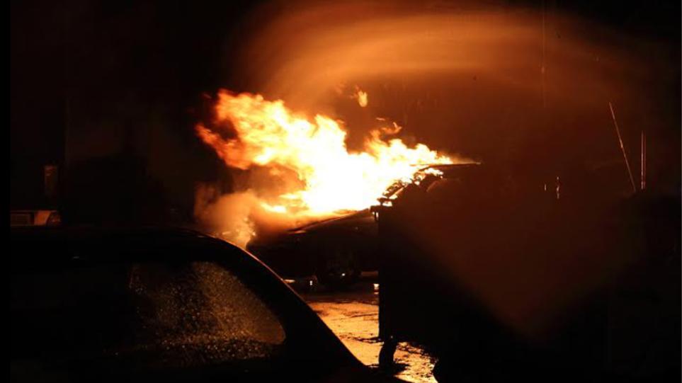 Εμπρησμός αυτοκινήτου τα ξημερώματα στη Θεσσαλονίκη