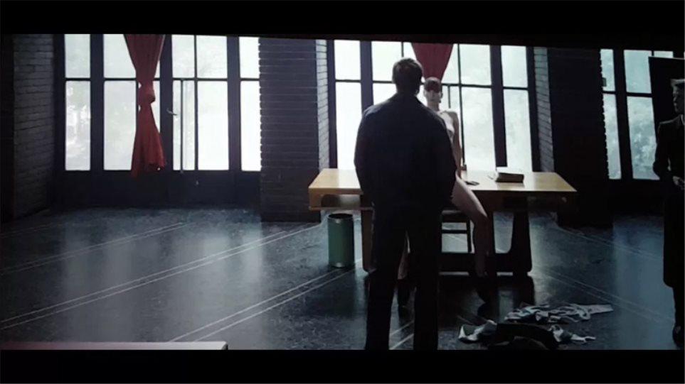 Πιο τολμηρή από ποτέ: Καρέ-καρέ η ολόγυμνη σκηνή της Τζένιφερ Λόρενς στο «Red Sparrow»