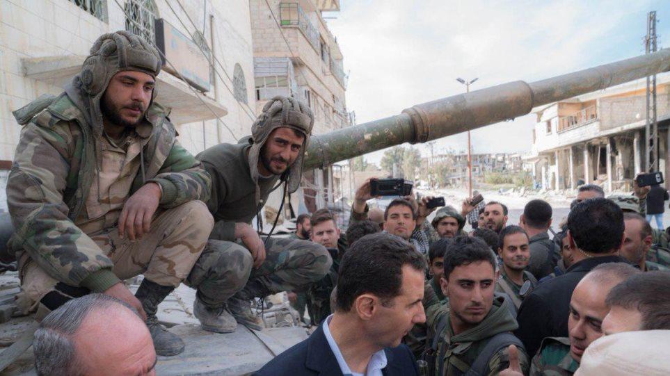 Φωτογραφίες: Ο Άσαντ επισκέφθηκε θέσεις του στρατού στην Ανατολική Γούτα