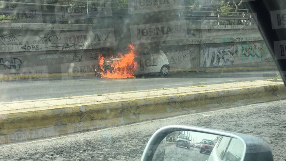 Αυτοκίνητο τυλίχτηκε στις φλόγες στην Κηφισίας