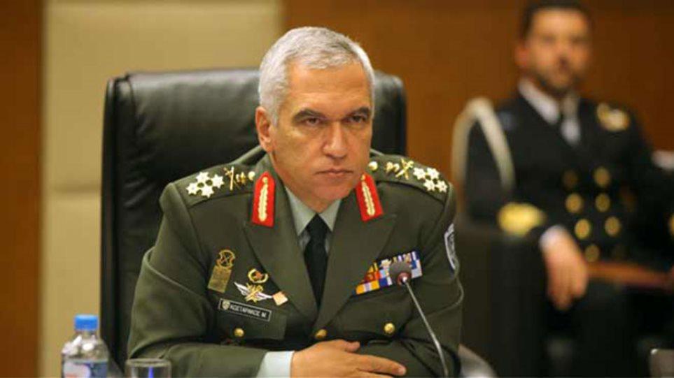 Κωσταράκος: Πολιτική πράξη η κατάργηση διακριτικών από τις στολές των Ενόπλων Δυνάμεων