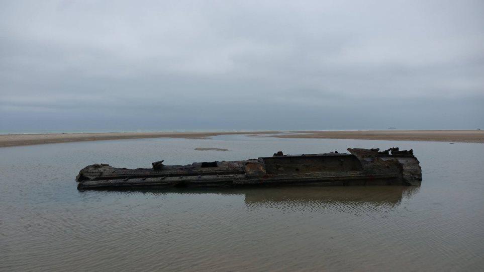 Γερμανικό υποβρύχιο του Α' Παγκοσμίου Πολέμου αναδύεται σε παραλία της Γαλλίας