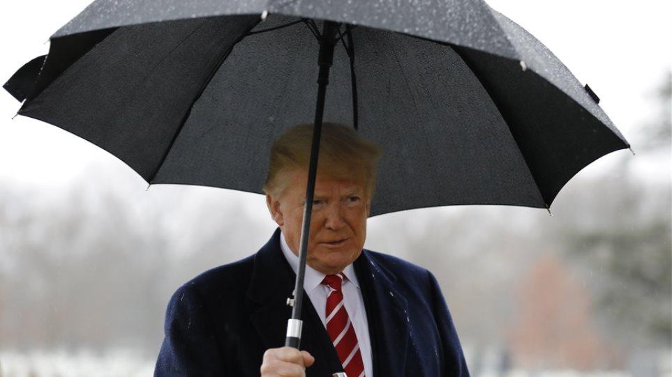 ΗΠΑ: Οι μισοί Αμερικανοί δεν εμπιστεύονται «καθόλου» τον Τραμπ