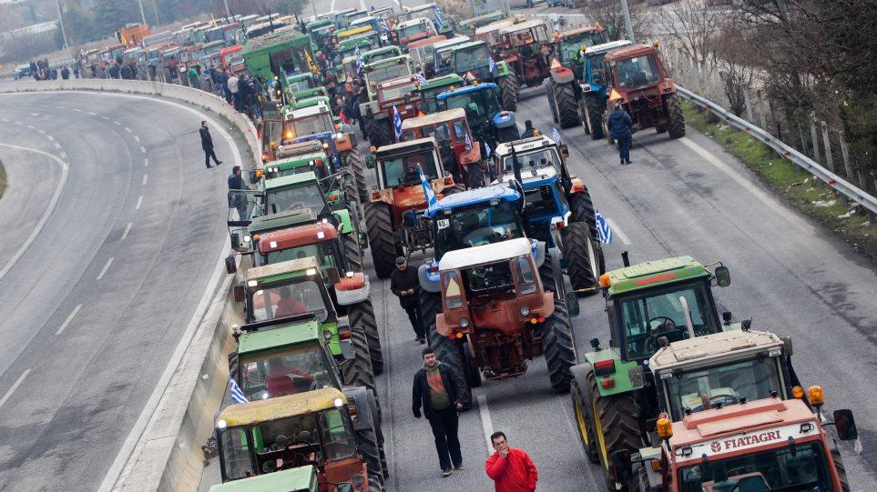 Κλήτευσαν αγρότες για το μπλόκο στη Νίκαια: Δώστε στον Τσίπρα το «νόμπελ αυταρχισμού»!