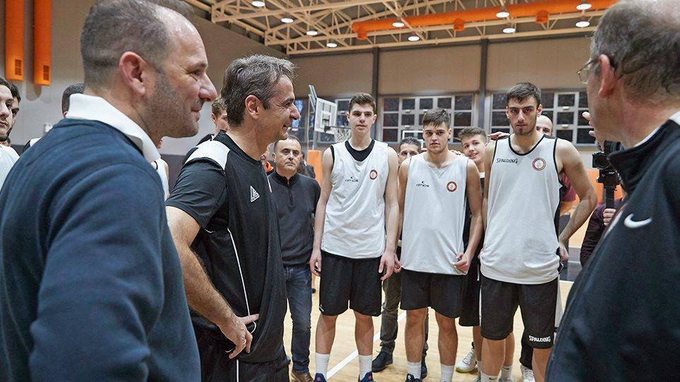 Φωτογραφίες  Ο Κυριάκος Μητσοτάκης παίζει μπάσκετ με τον Προμηθέα Πάτρας 7d7b95fef9c