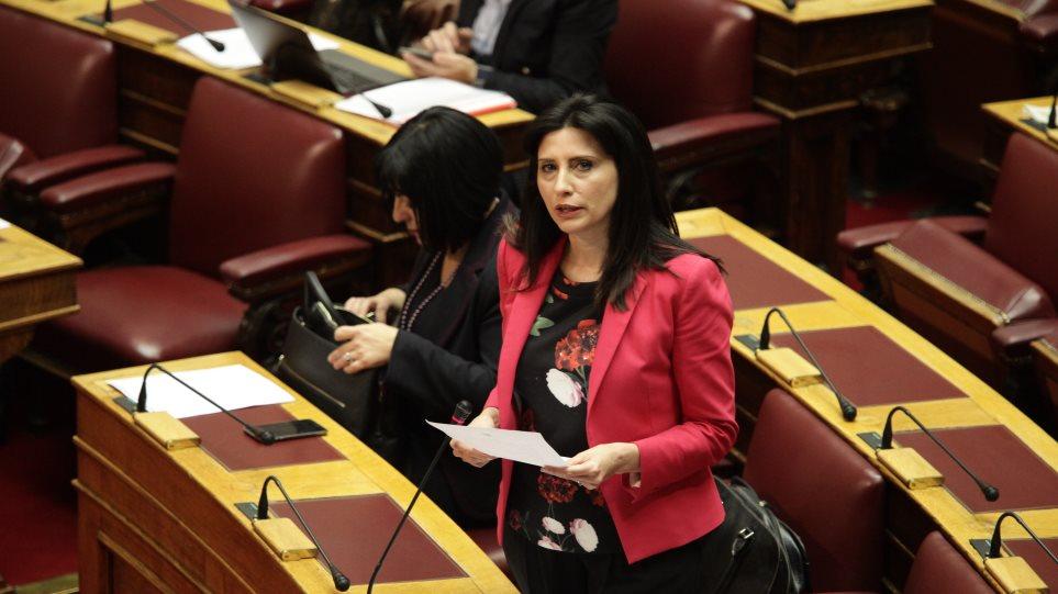 Συνταγματική αναθεώρηση: Αντάρτικο από τη Νίνα Κασιμάτη στον ΣΥΡΙΖΑ
