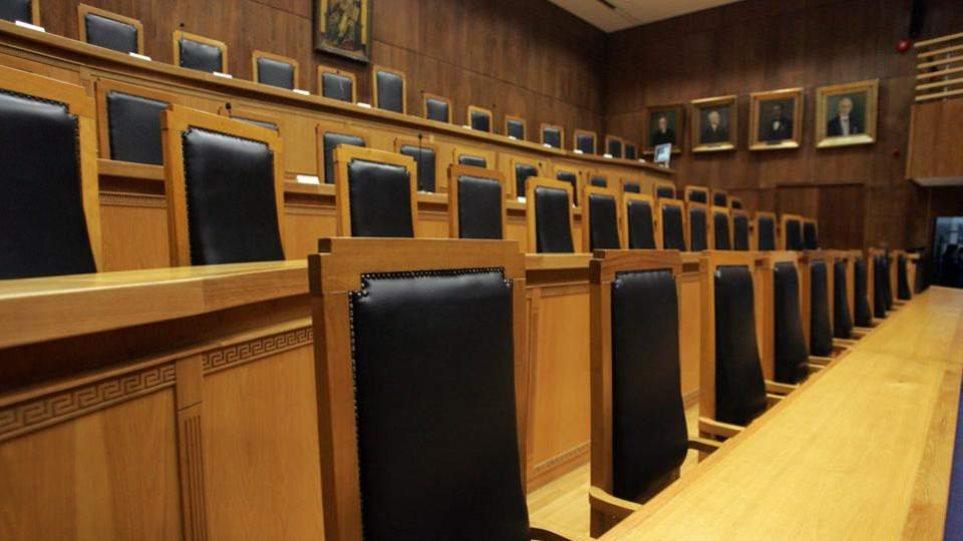 Γραφείο Προϋπολογισμού: Κίνδυνος δημοσιονομικού εκτροχιασμού από τις δικαστικές αποφάσεις για συντάξεις-δώρα