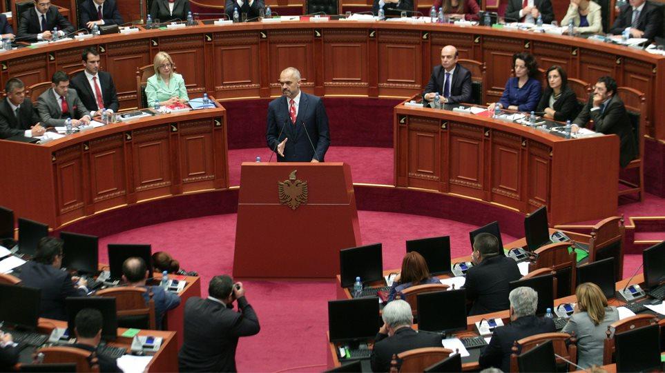 Χάος στην Αλβανία, στο στόχαστρο όλων ο Ράμα