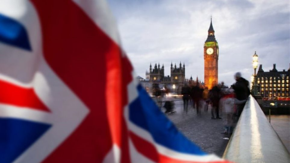 Guardian: Οι Βρετανοί θα χρειάζονται βίζα 52 λιρών για να επισκεφθούν την Ευρώπη