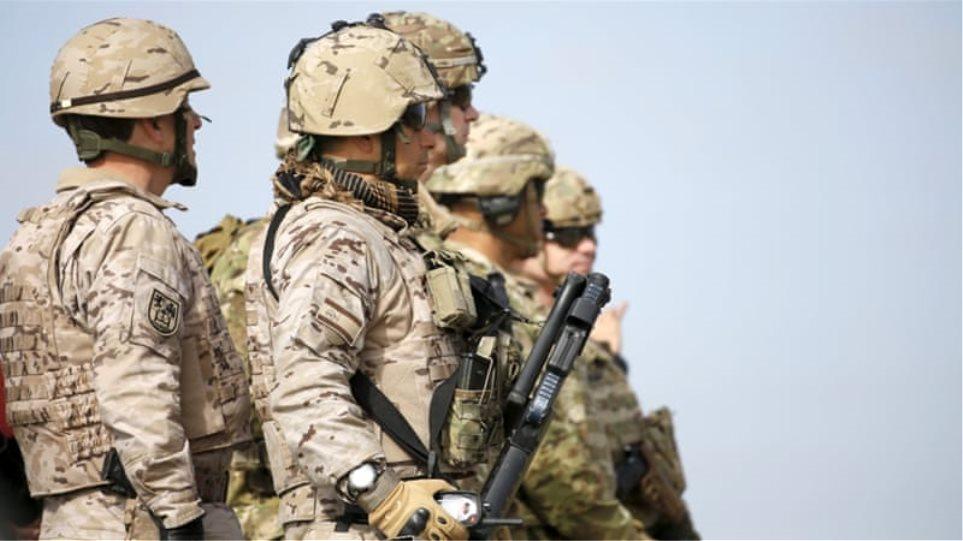 Περίπου 200 Αμερικανοί στρατιωτικοί θα μείνουν στη Συρία σε «ειρηνευτικό» ρόλο, λέει ο Λευκός Οίκος