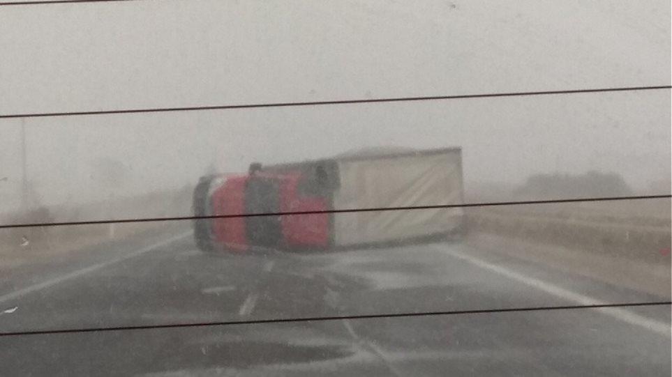 Κακοκαιρία: Ντεραπάρισε φορτηγό στην Εγνατία – Χιόνια στην Ξάνθη