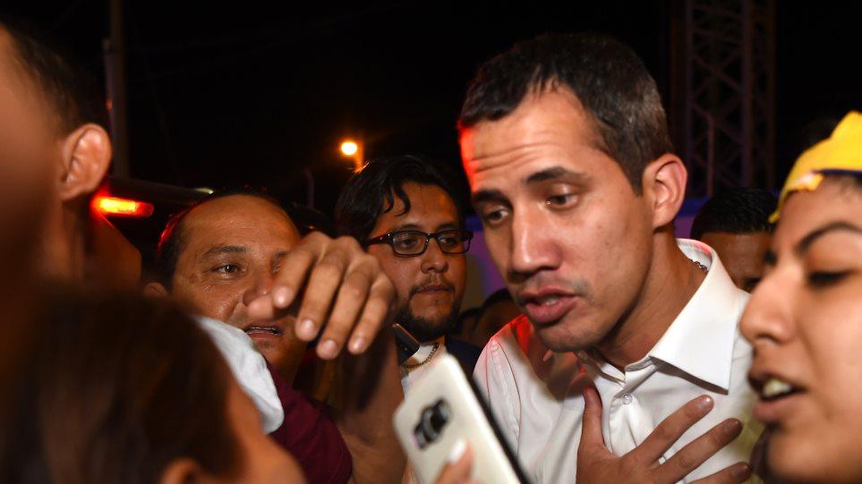 Ο Γκουαϊδό επιστρέφει στη Βενεζουέλα και η ΕΕ καλεί τον Μαδούρο να μην τον συλλάβει