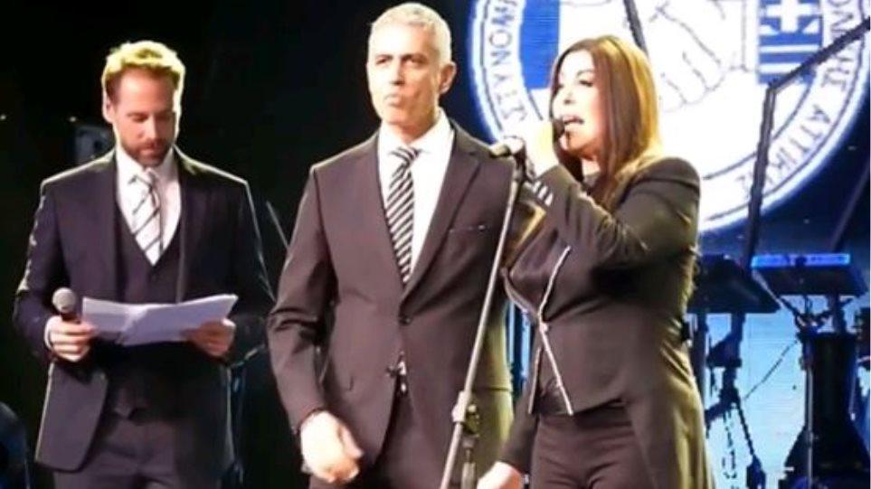 Αποτέλεσμα εικόνας για Συνδικαλιστές αστυνομικοί βράβευσαν την Αντζελα Δημητρίου – Για την προσφορά της στο ελληνικό τραγούδι [βίντεο]