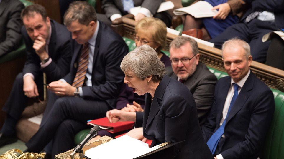 Αδιέξοδο στη Βρετανία: Απορρίφθηκαν και οι 8 εναλλακτικές προτάσεις για το Brexit