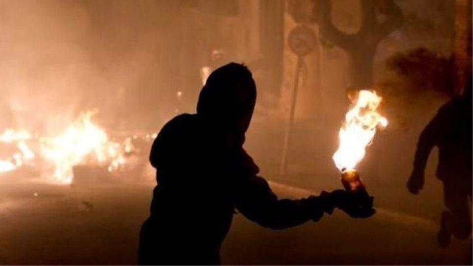Επίθεση με μολότοφ στο αστυνομικό τμήμα Ναυπάκτου
