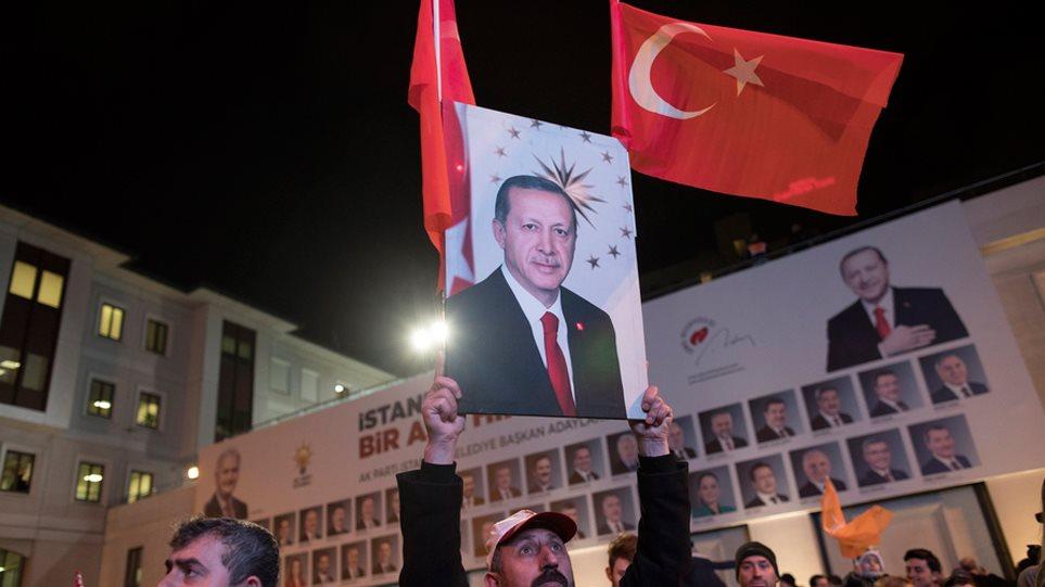 Χάνει Άγκυρα και Σμύρνη ο Ερντογάν στις δημοτικές εκλογές - Θρίλερ στην Κωνσταντινούπολη