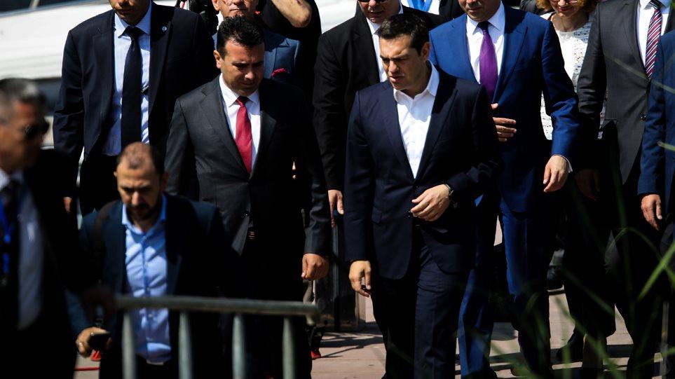 Στα Σκόπια με 10 υπουργούς ο Τσίπρας