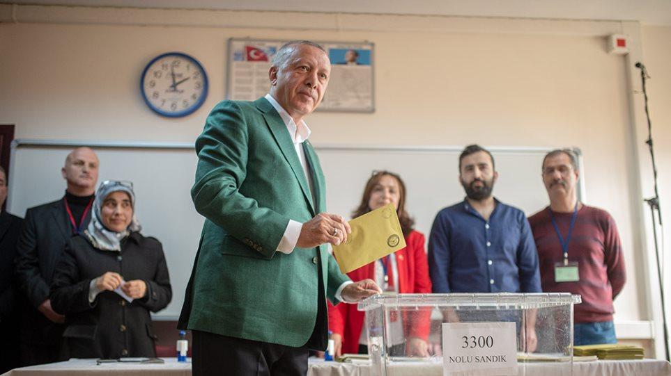 Τουρκία: Η κάλπη έβγαλε... ψήφο διαμαρτυρίας για την οικονομική πολιτική Ερντογάν