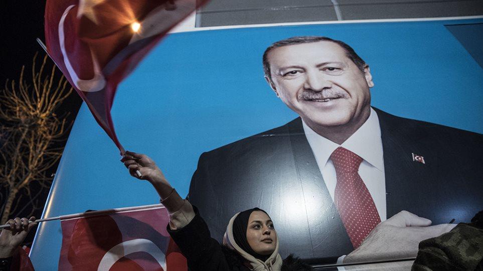 Αποδυναμωμένος ο Ερντογάν: Έχασε τους μεγάλους δήμους και τα πλούσια παράλια