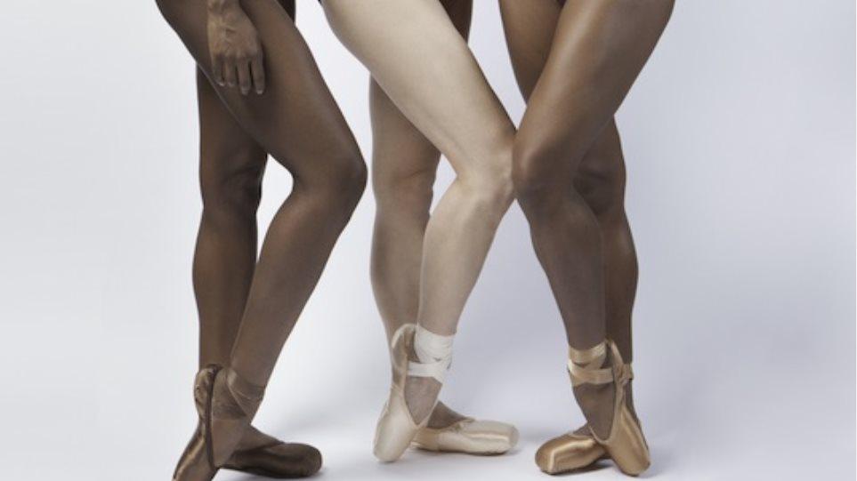 Γυμνές έφηβοι μαύρες εικόνες
