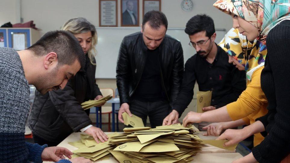 Τουρκία: Θα σεβαστεί το αποτέλεσμα της επανακαταμέτρησης σε Κωνσταντινούπολη- Άγκυρα λέει το κόμμα του Ερντογάν