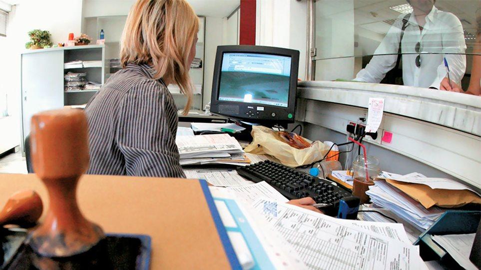 Μειώσεις φόρων: Πόσο θα μειωθεί η μηνιαία παρακράτηση σε μισθούς και συντάξεις από 1η Ιανουαρίου