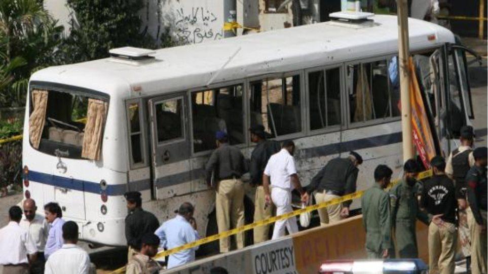 Αποτέλεσμα εικόνας για πακισταν επιθεση ενοπλων σε λεωφορειο