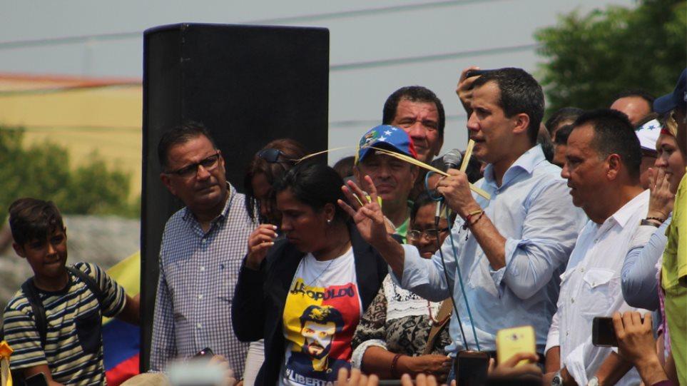 Βενεζουέλα: Ο Γκουαϊδό καλεί σε «ιστορική διαδήλωση» την Πρωτομαγιά